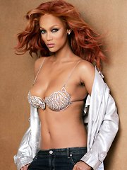 Stunning glamour pictures of super model Tyra Banks